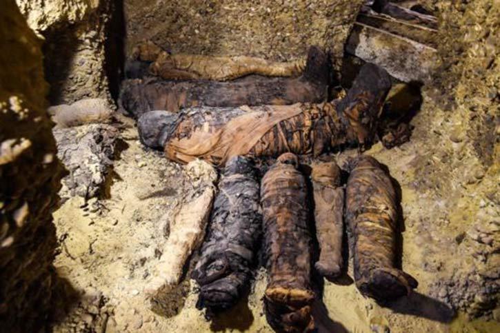 মিসরে ২৩০০ বছর পুরোনো ৫০টি মমির সন্ধান 1