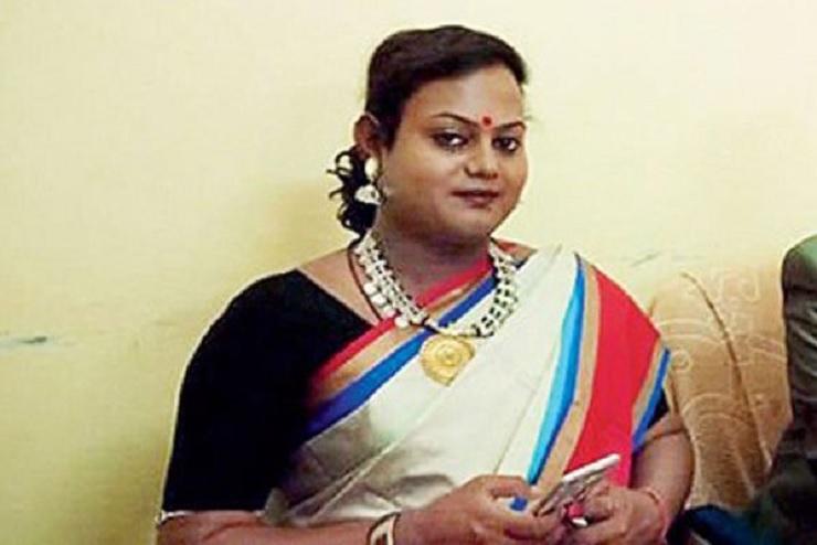যৌনপল্লী থেকে বিচারকের আসনে 'হিজড়া' সিন্টু 1